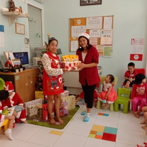 Baxter Brenton Joined The Little Genius Intl Childcare on X Mas 2019 With NZ Goodies To Children
